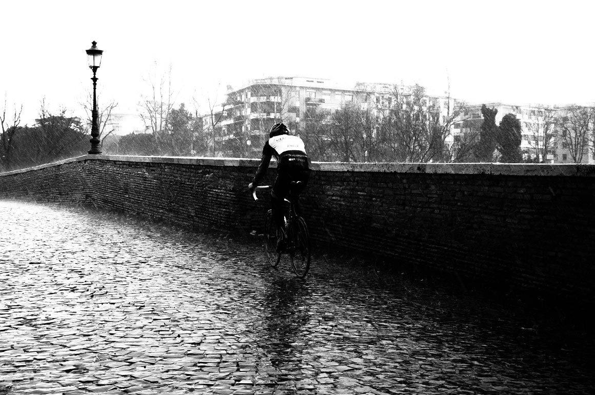 Wielrenner in de regen