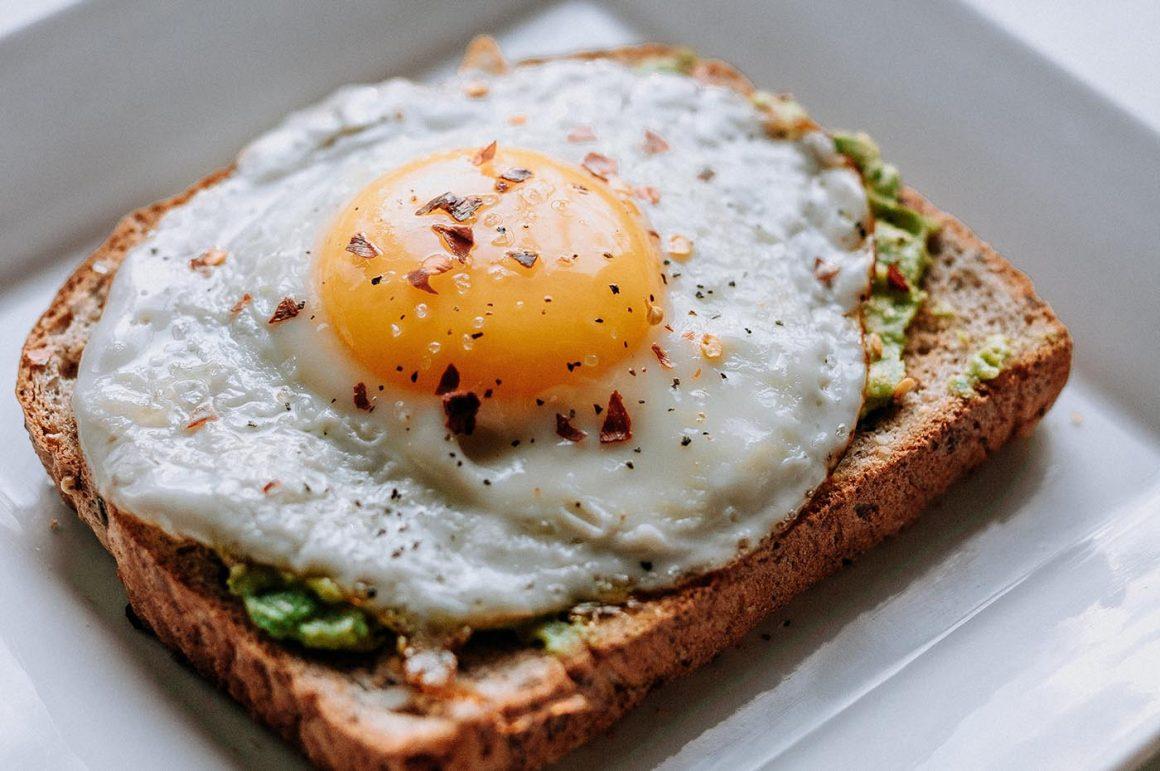 toast, ei en avocado